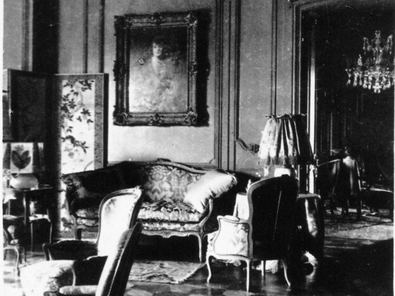 a photo with the interior of the British Residence in Budapest, 1930