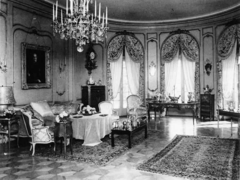 a photo with the interior of the British Residence in Budapest in 1930s